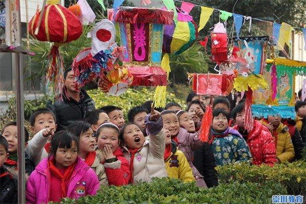 八一小学:少年面积庆新年宁美金蛇闹元宵-崇川的小学扇形独舞图片