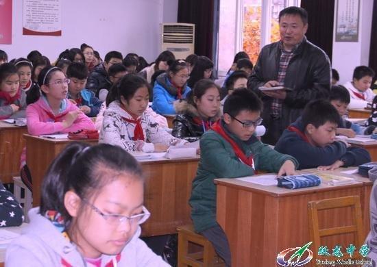 南通大学学生来跃龙中学开展听课实习活动