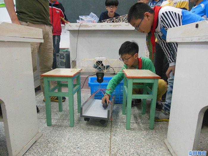 木结构承重赛是本次校园科技节的重头戏之一