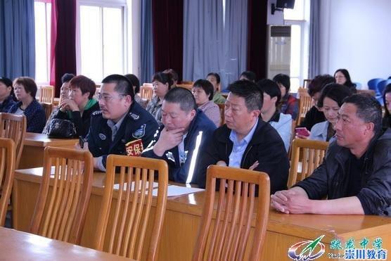 ,跃龙中学召开夏季校园安全工作会议.参加会议的有传达室、食堂