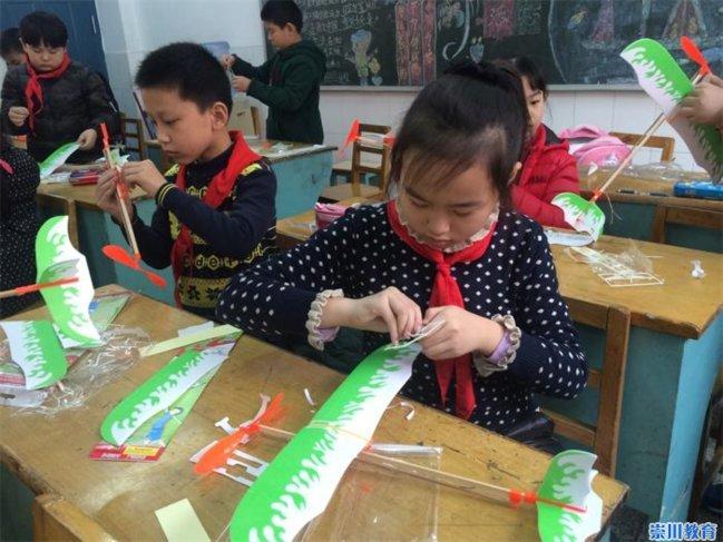 城港三个校区二年级、六年级、三年级中,举办了模型飞机、风筝制作
